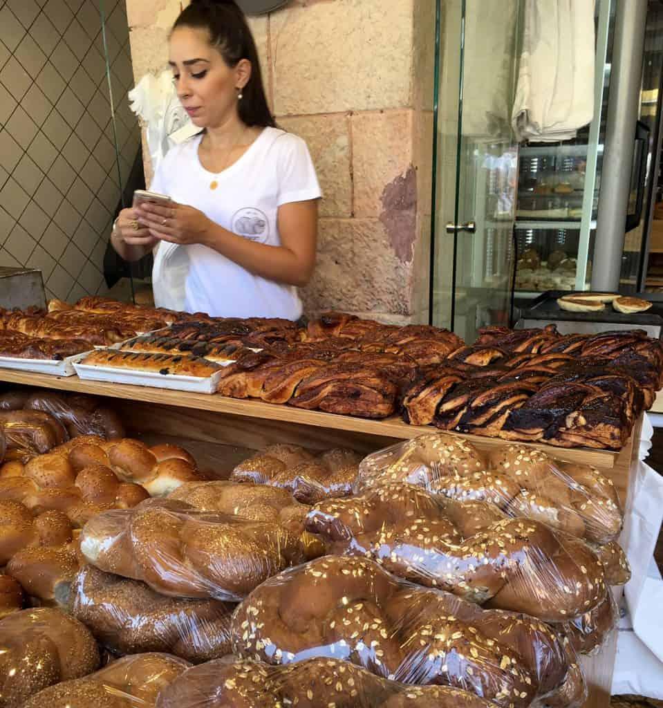Babka árus a jeruzsálemi piacon