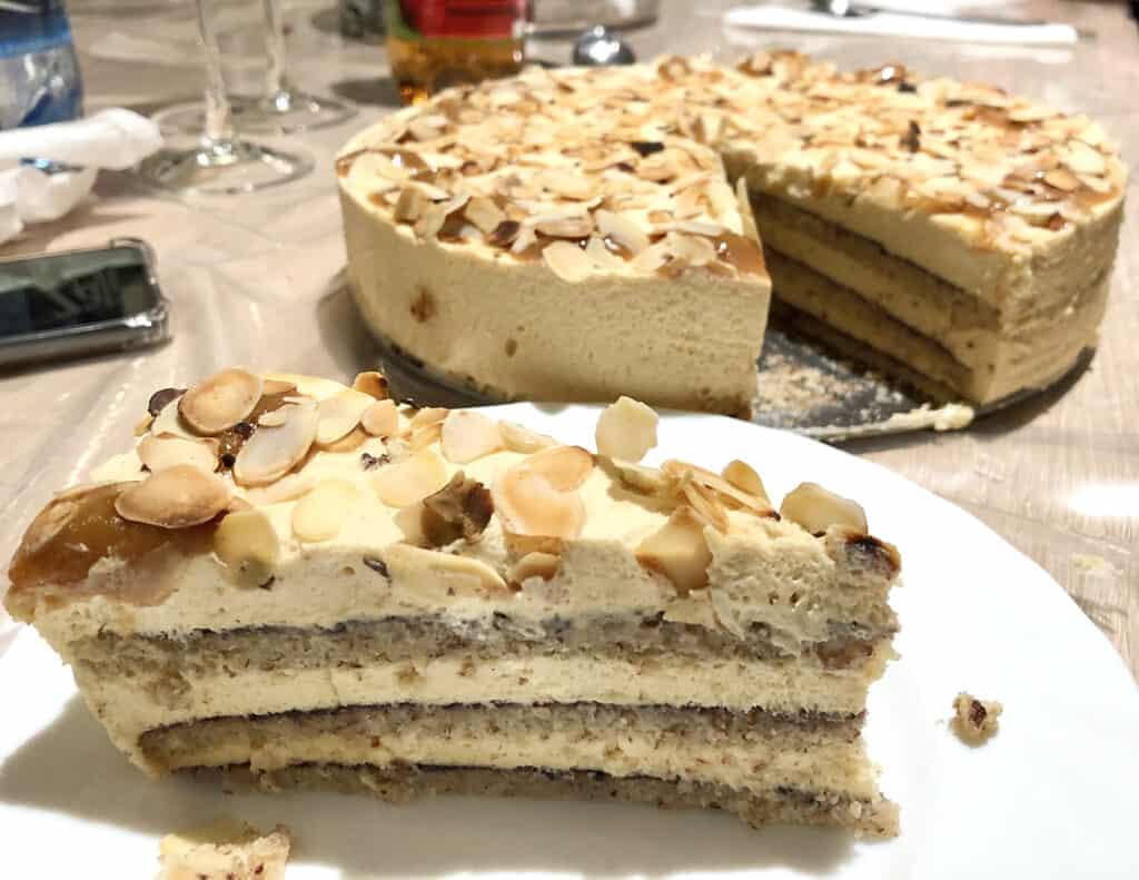 Mandulás piskóta és karamellizált fehér csoki