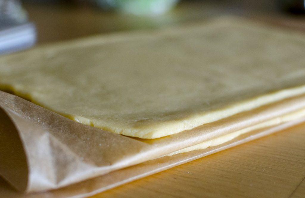 Flódni tésztája vízzel vagy fehér borral készül