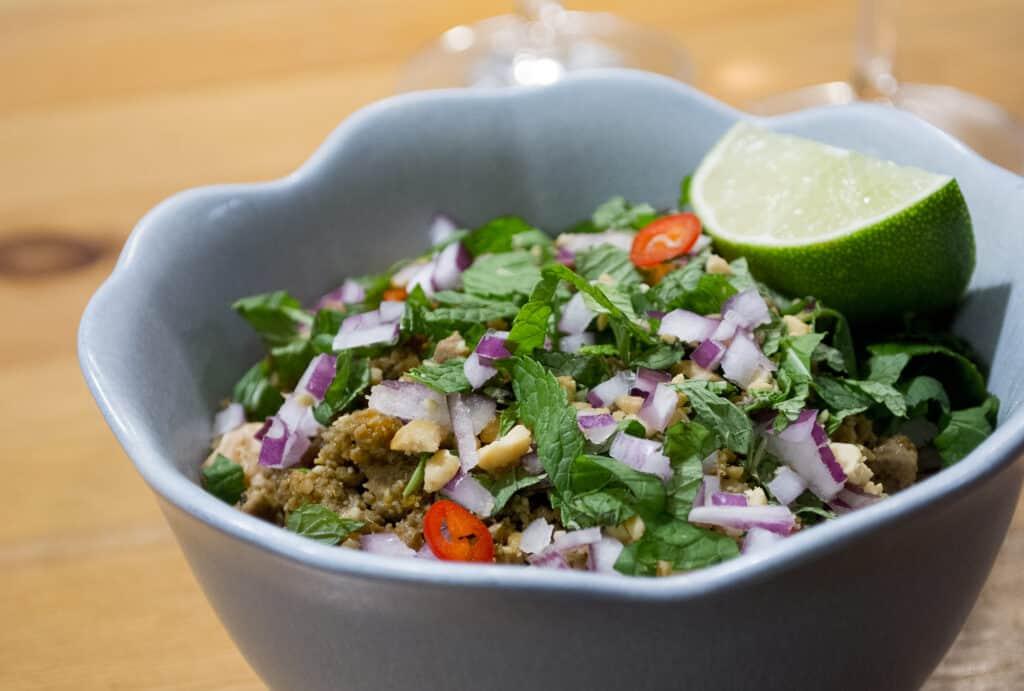 Thai kacsamell saláta, pad ped